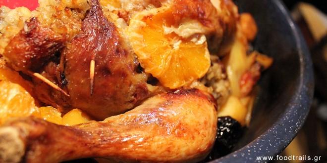 Χριστουγεννιάτικο κοτόπουλο γεμιστό με κάστανα και κουκουνάρι