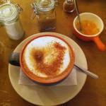 περιποιημένο καφεδάκι με συνοδεία γλυκό του κουταλιού