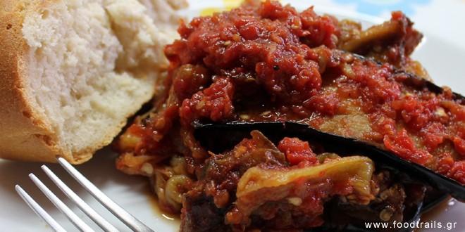 πιπεριές-και-μελιτζάνες-σε-σάλτσα-ντομάτας