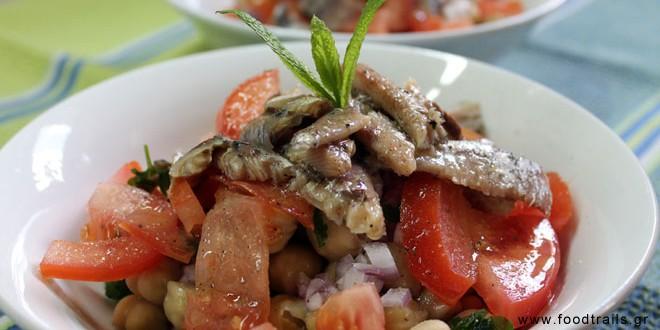 σαλάτα ρεβύθια με ψάρι