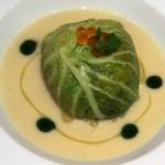 ντολμάς καραβίδας με λάχανο savoy και βελουτέ πράσου