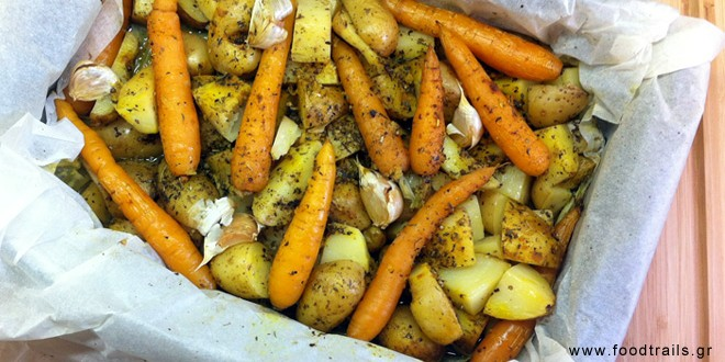 Πατάτες και καρότα στη λαδόκολλα με μυρωδικά και μπαχαρικά