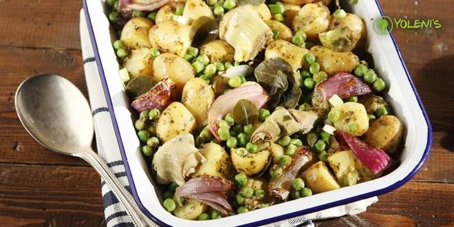 Ζεστή πατατοσαλάτα με καπαρόφυλλα και σάλτσα μουστάρδας