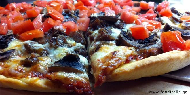 Πίτσα με καβουρμά, μανιτάρια και παραδοσιακό κασέρι