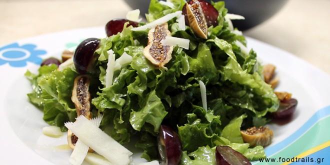 salata-marouli-me-xera-suka-kai-stafuli